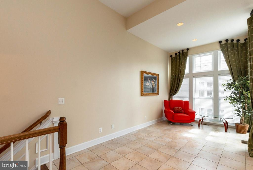 Kitchen level has a large, bright breakfast nook - 2373 BROOKMOOR LN, WOODBRIDGE