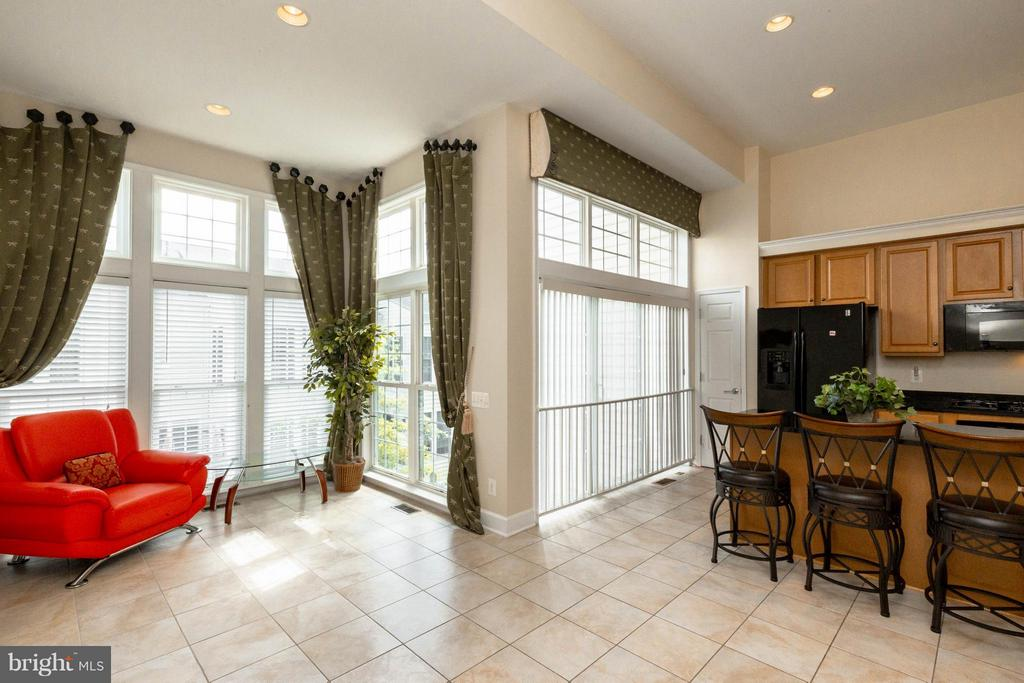 Floor to ceiling windows brighten up your days - 2373 BROOKMOOR LN, WOODBRIDGE
