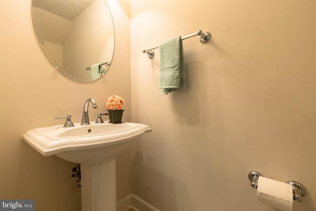 1/2 Bath on the main level - 2373 BROOKMOOR LN, WOODBRIDGE