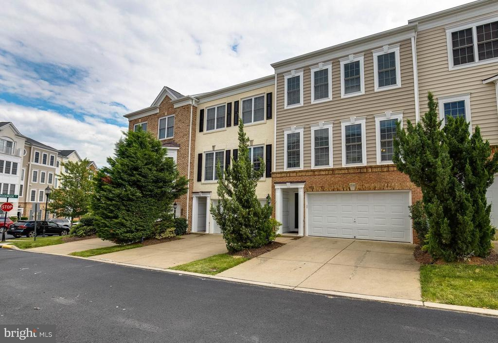 Welcome to Potomac Club! - 2373 BROOKMOOR LN, WOODBRIDGE