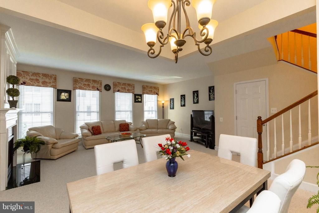 Dining area opens up to family room - 2373 BROOKMOOR LN, WOODBRIDGE