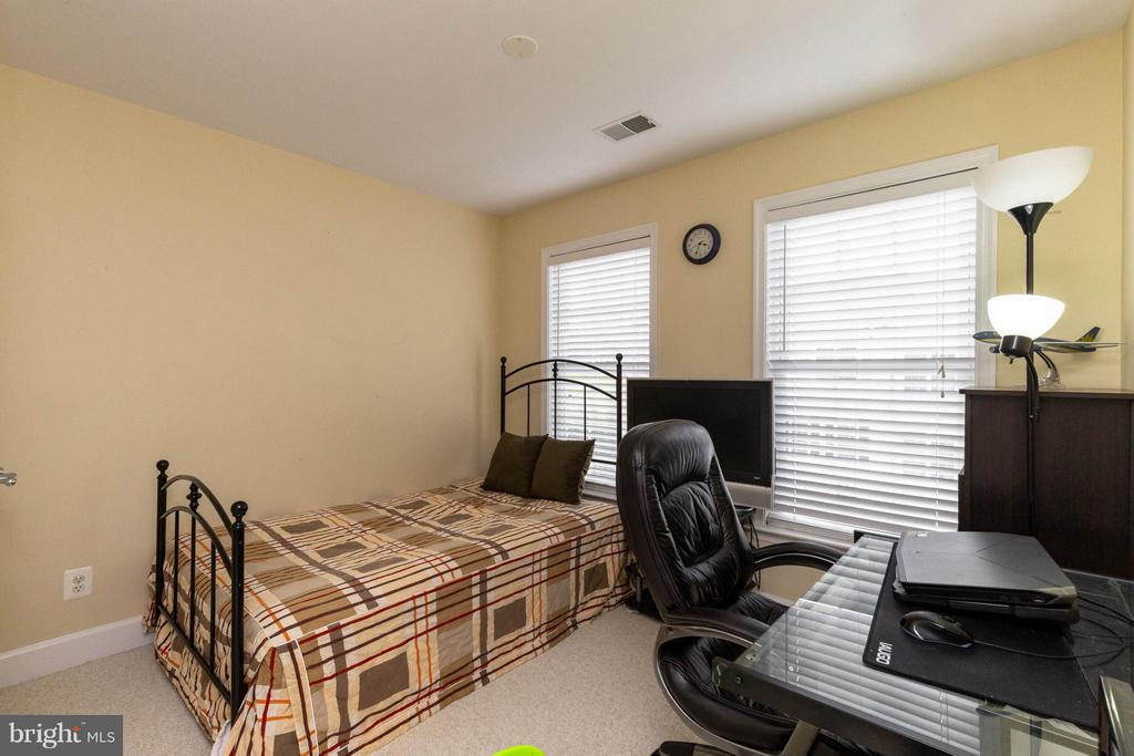2nd bedroom - wired for ceiling fan - 2373 BROOKMOOR LN, WOODBRIDGE