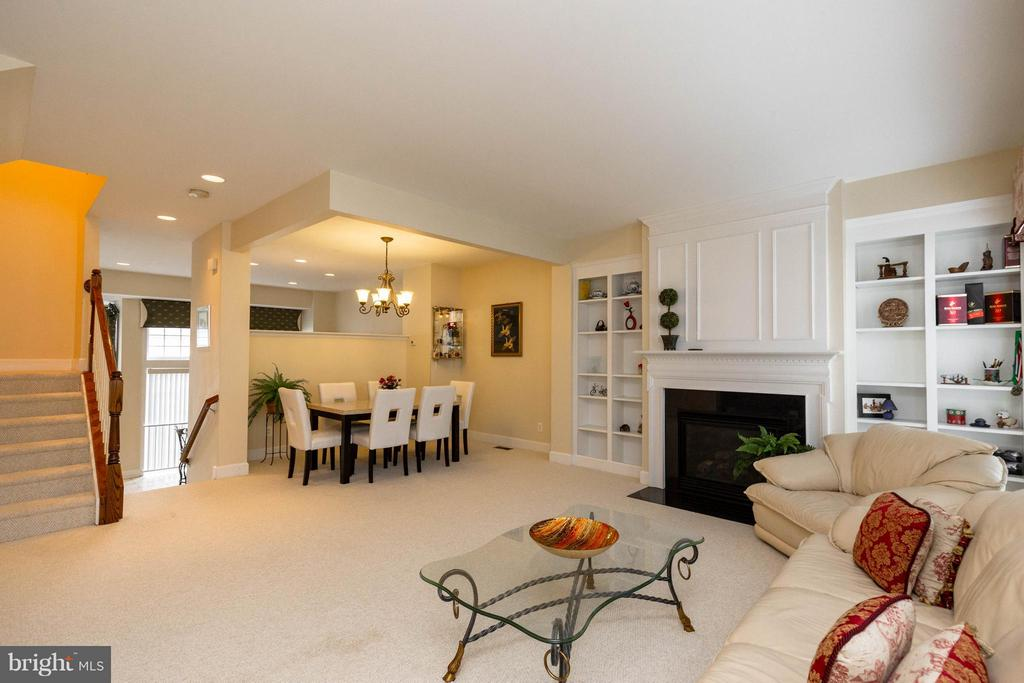 Open, airy main level - 2373 BROOKMOOR LN, WOODBRIDGE