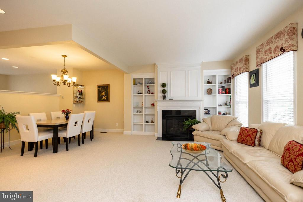 Perfect for entertaining! - 2373 BROOKMOOR LN, WOODBRIDGE