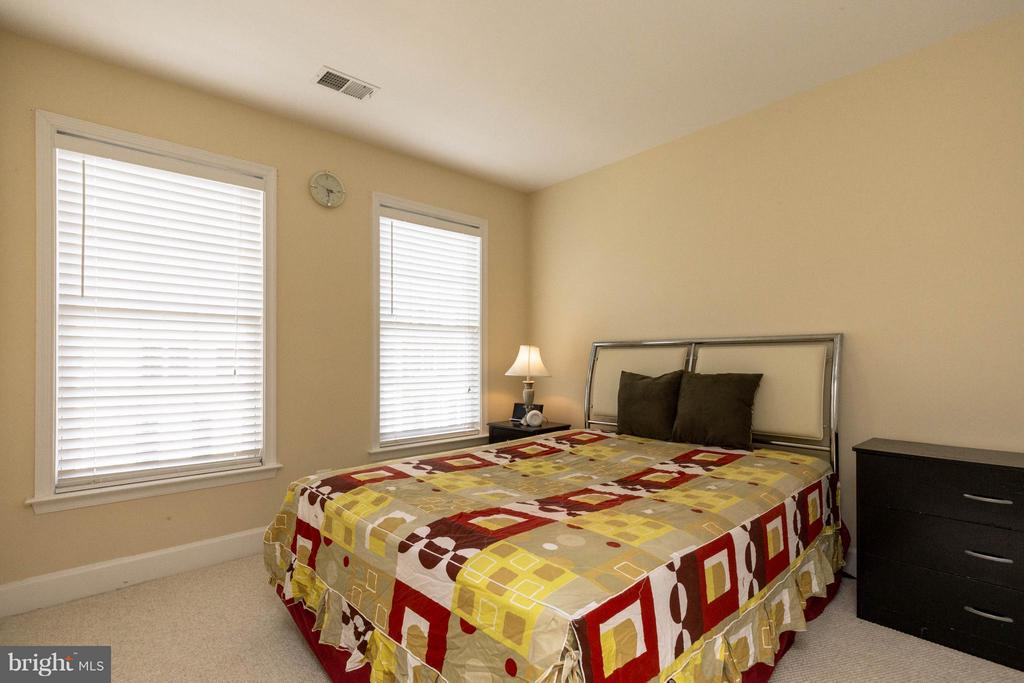 3rd bedroom - wired for ceiling fan - 2373 BROOKMOOR LN, WOODBRIDGE