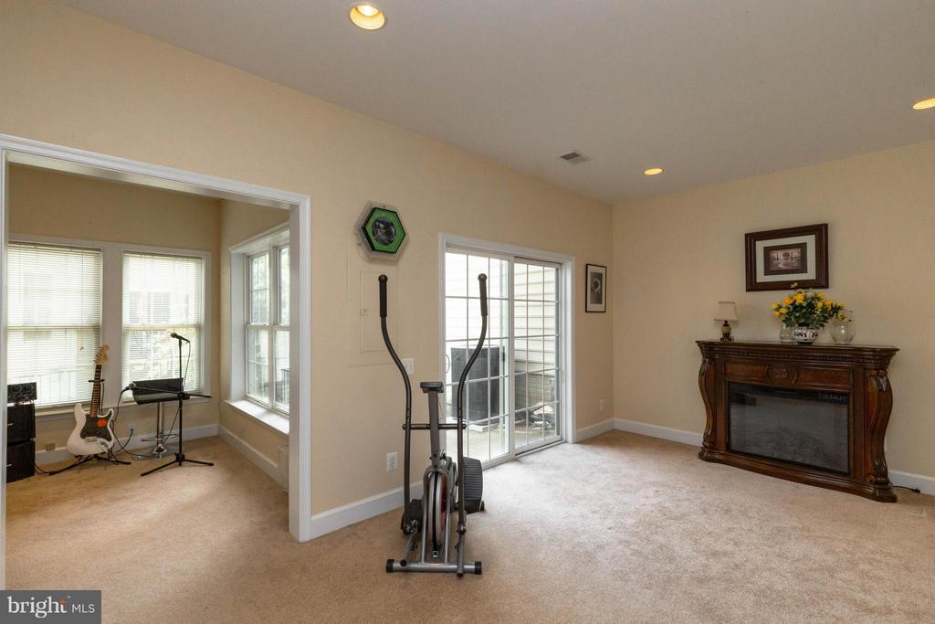Basement with a ton of natural light - 2373 BROOKMOOR LN, WOODBRIDGE