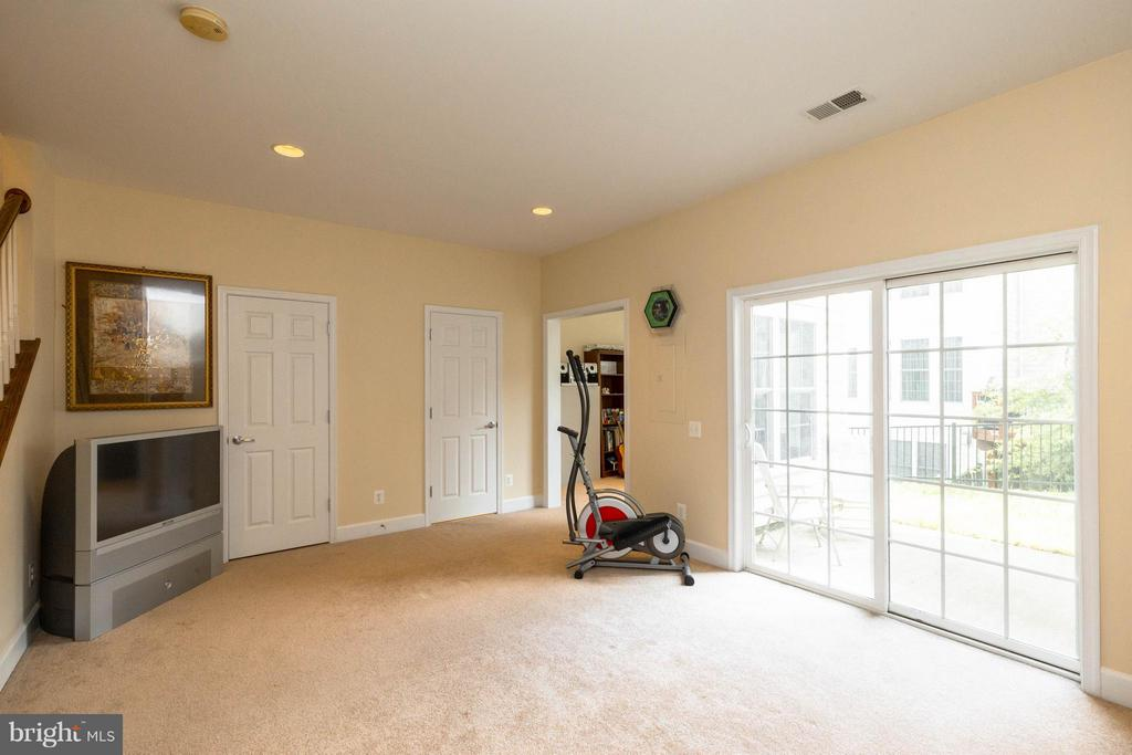 Basement with walk out to the patio - 2373 BROOKMOOR LN, WOODBRIDGE