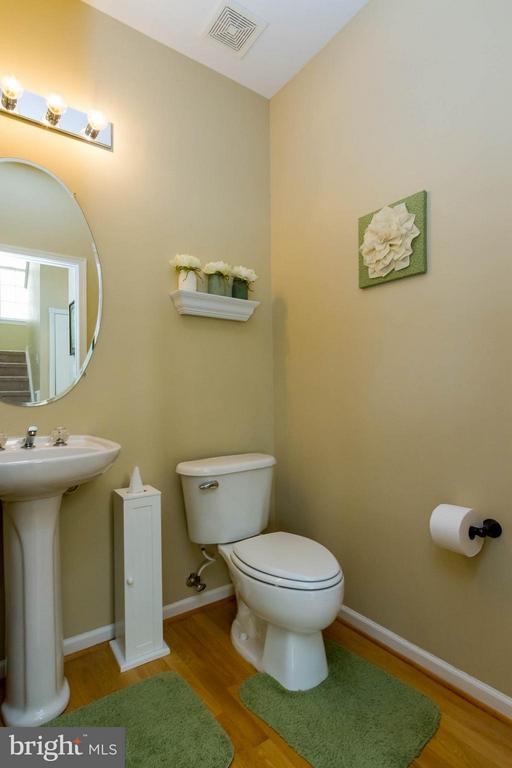Powder Room - 42827 FREEDOM ST, CHANTILLY