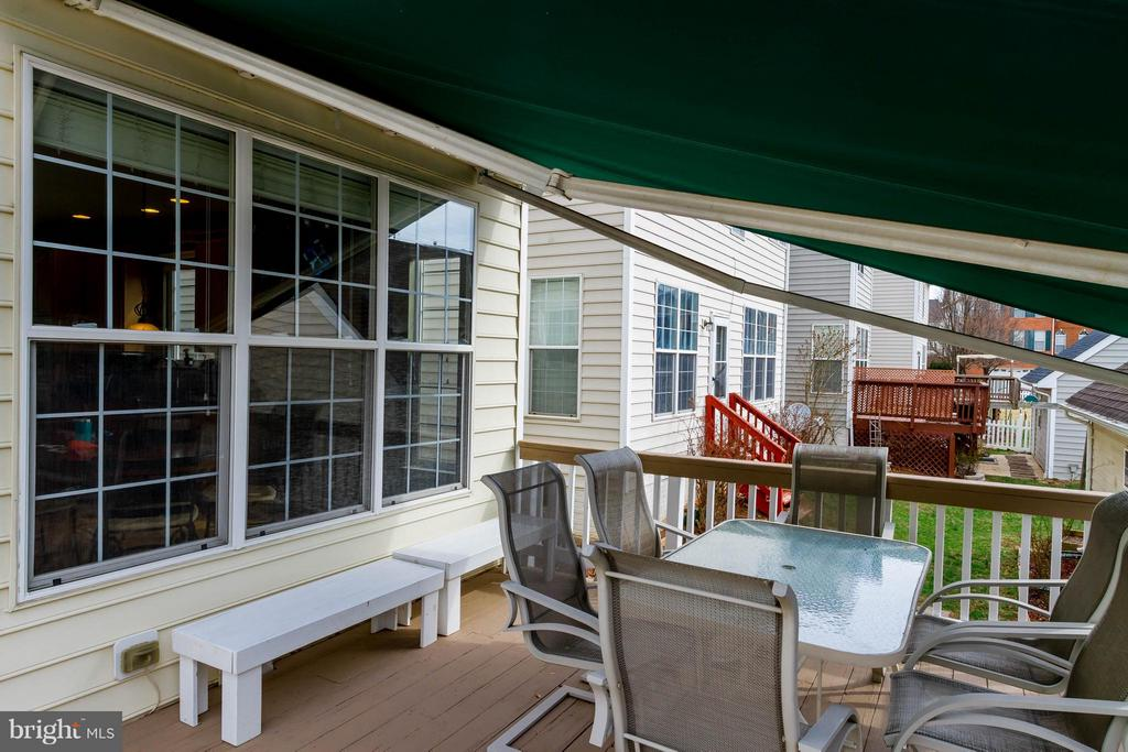 Rear Deck w/ Retractable Shade - 42827 FREEDOM ST, CHANTILLY