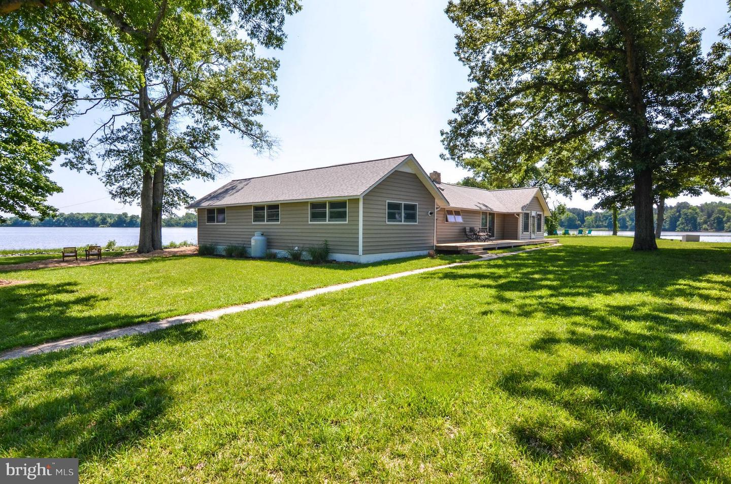 Single Family Home for Sale at 1534 Popes Creek Road 1534 Popes Creek Road Colonial Beach, Virginia 22443 United States