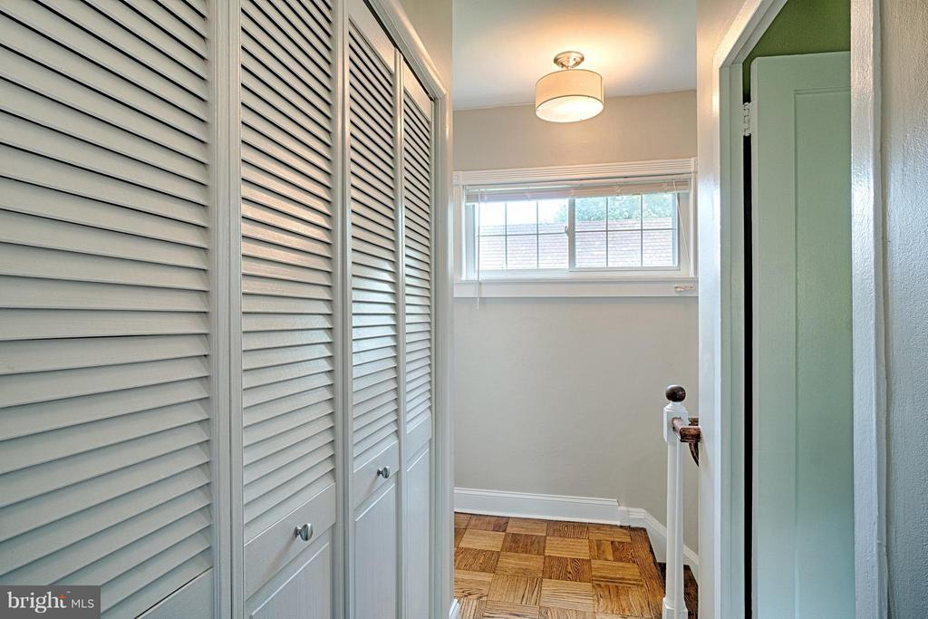 Washer/Dryer, large linen closet, bright hall. - 1258 MARTHA CUSTIS DR, ALEXANDRIA
