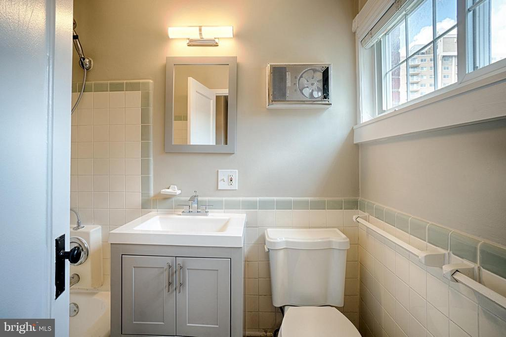 Updated bath with original tile - 1258 MARTHA CUSTIS DR, ALEXANDRIA