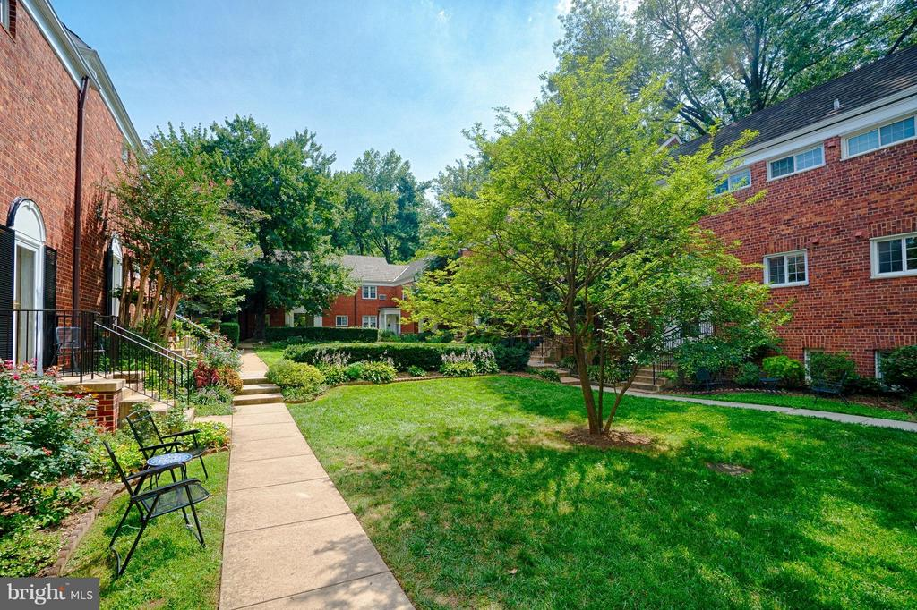 Courtyard is steps from bus, pools, fitness. - 1258 MARTHA CUSTIS DR, ALEXANDRIA