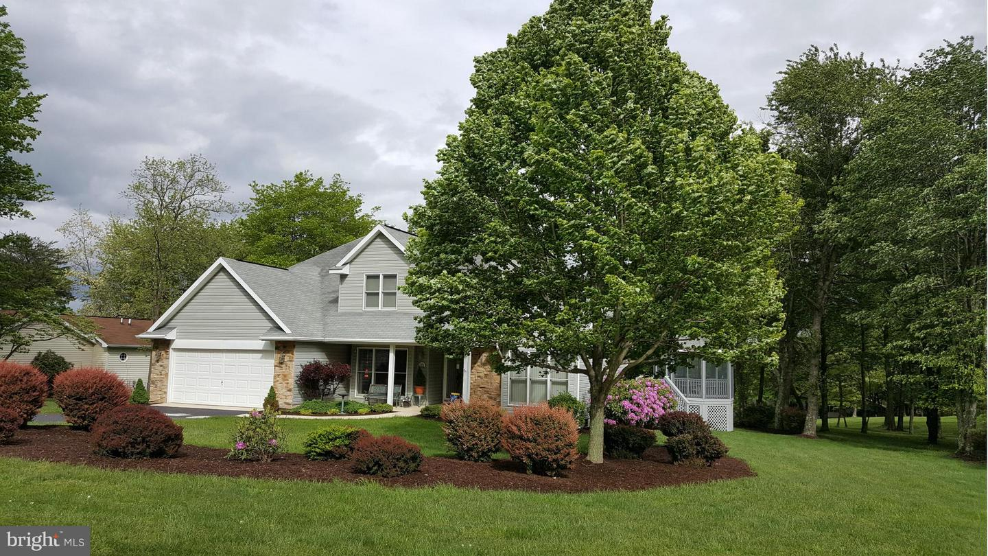 Photo of home for sale at 115 Peacepipe Lane, Hedgesville WV
