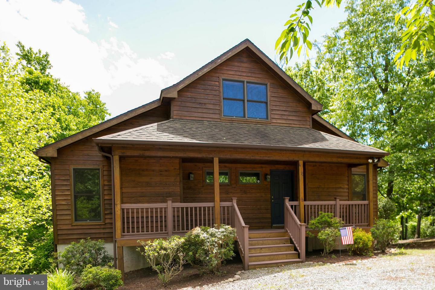 Photo of home for sale at 200 Nokomis Trail, Hedgesville WV