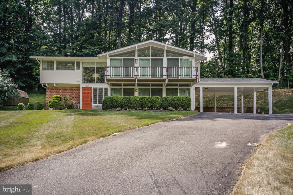 WELCOME HOME - BREATHTAKING CURB APPEAL! - 6415 RECREATION LN, FALLS CHURCH