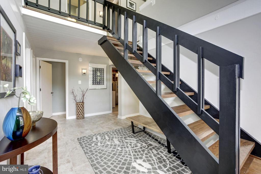 FOYER - MODERN, REFINISHED STAIRCASE! - 6415 RECREATION LN, FALLS CHURCH