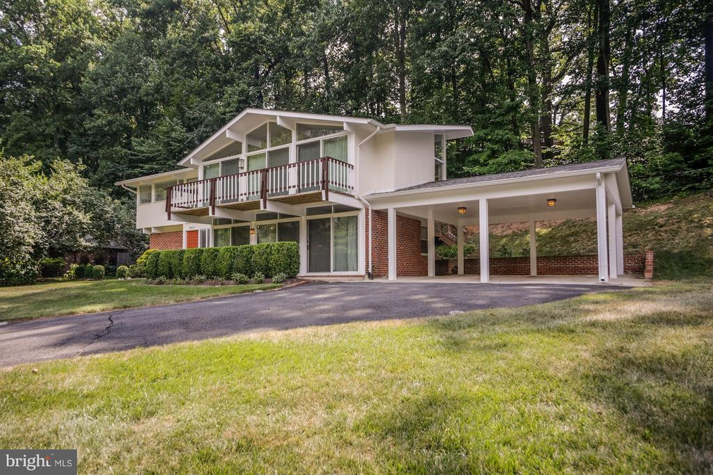 VERY SPACIOUS TWO CAR CARPORT! - 6415 RECREATION LN, FALLS CHURCH