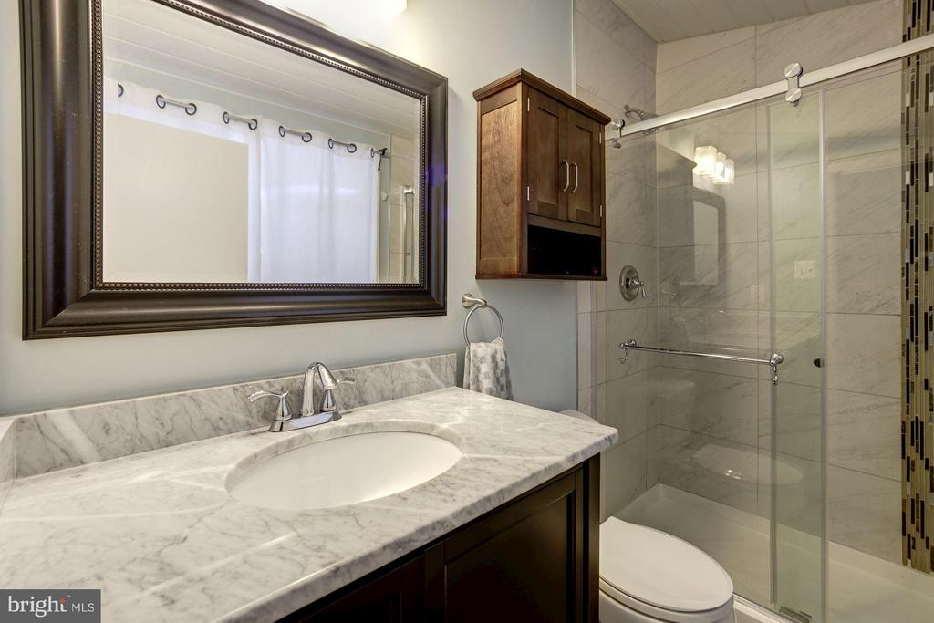 MASTER BATHROOM - CUSTOM TILE, GLASS SHOWER DOOR! - 6415 RECREATION LN, FALLS CHURCH