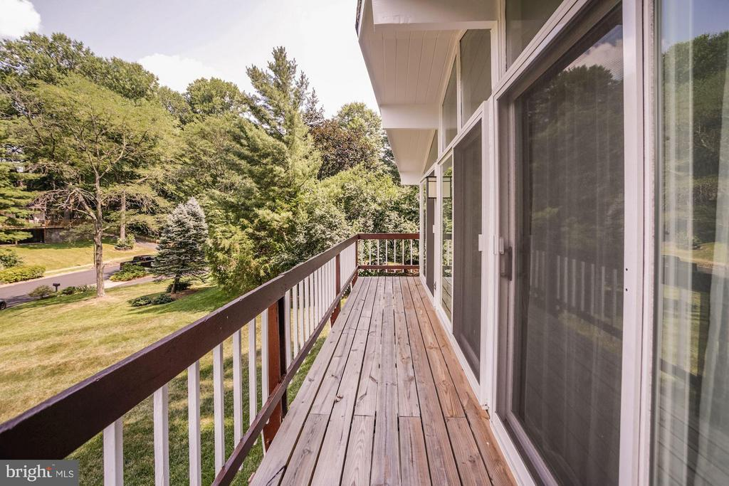 BALCONY LOCATED OFF LIVING ROOM - PRETTY VIEW! - 6415 RECREATION LN, FALLS CHURCH