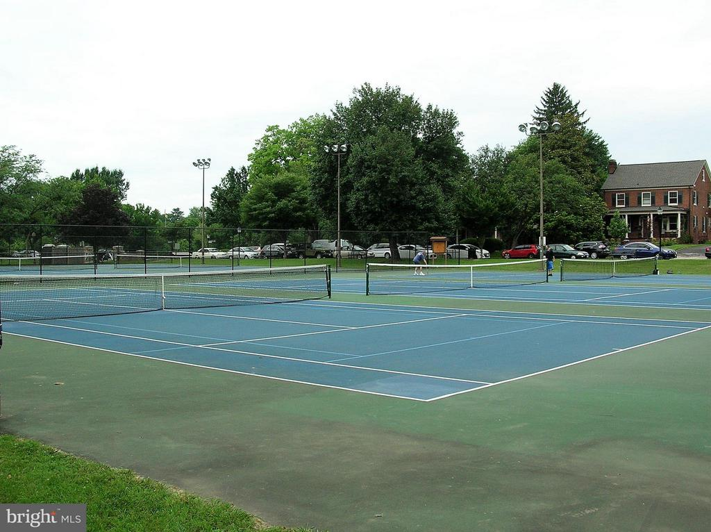 Walk to the Baker Park tennis courts - 313 SECOND ST W, FREDERICK