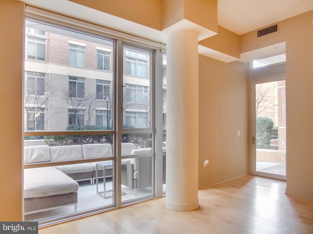 Sun drenched with with floor to ceiling windows - 12025 NEW DOMINION PKWY #108, RESTON