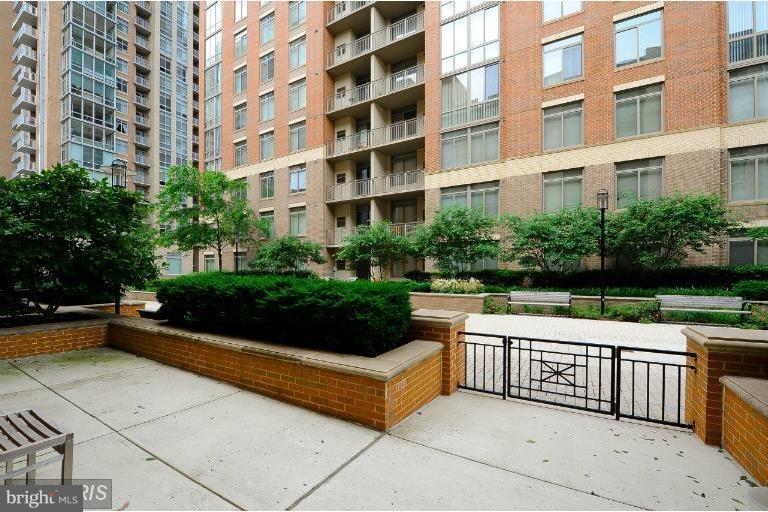 Fantastic private patio - 12025 NEW DOMINION PKWY #108, RESTON