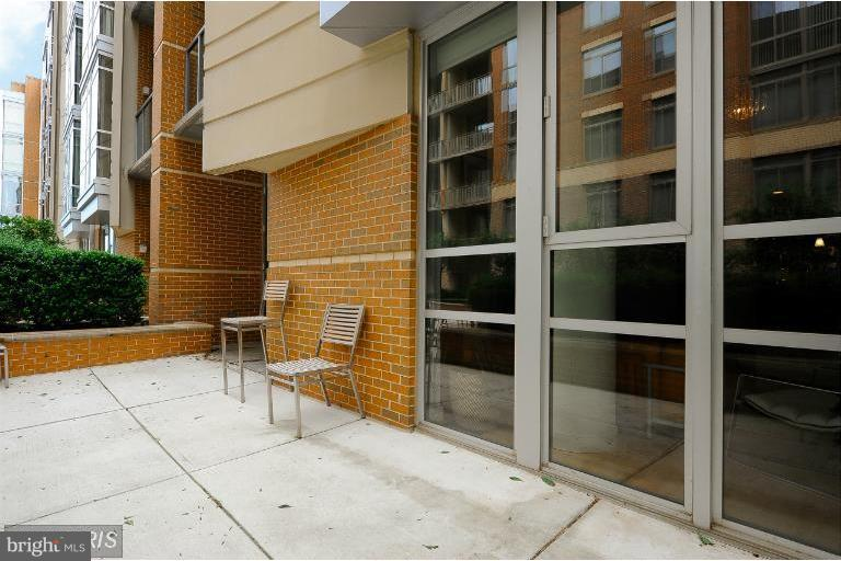 1st floor condo and lovely private patio - 12025 NEW DOMINION PKWY #108, RESTON