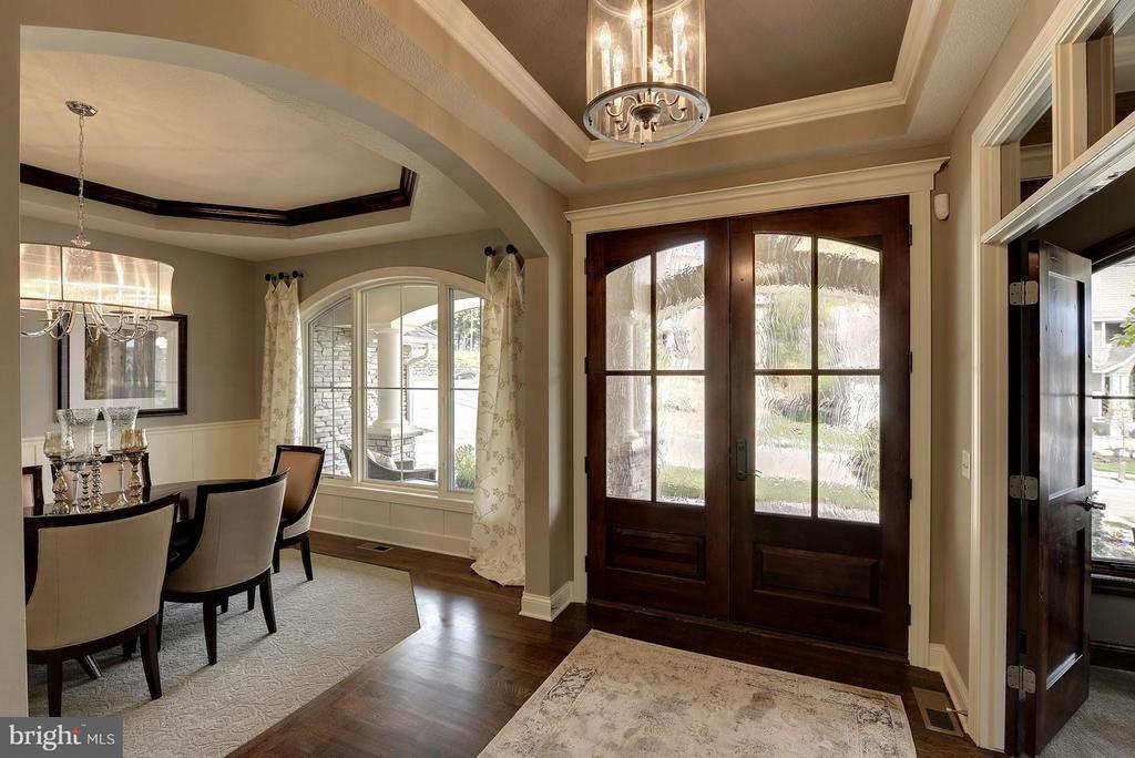 Foyer - 6410 NEWMAN, CLIFTON