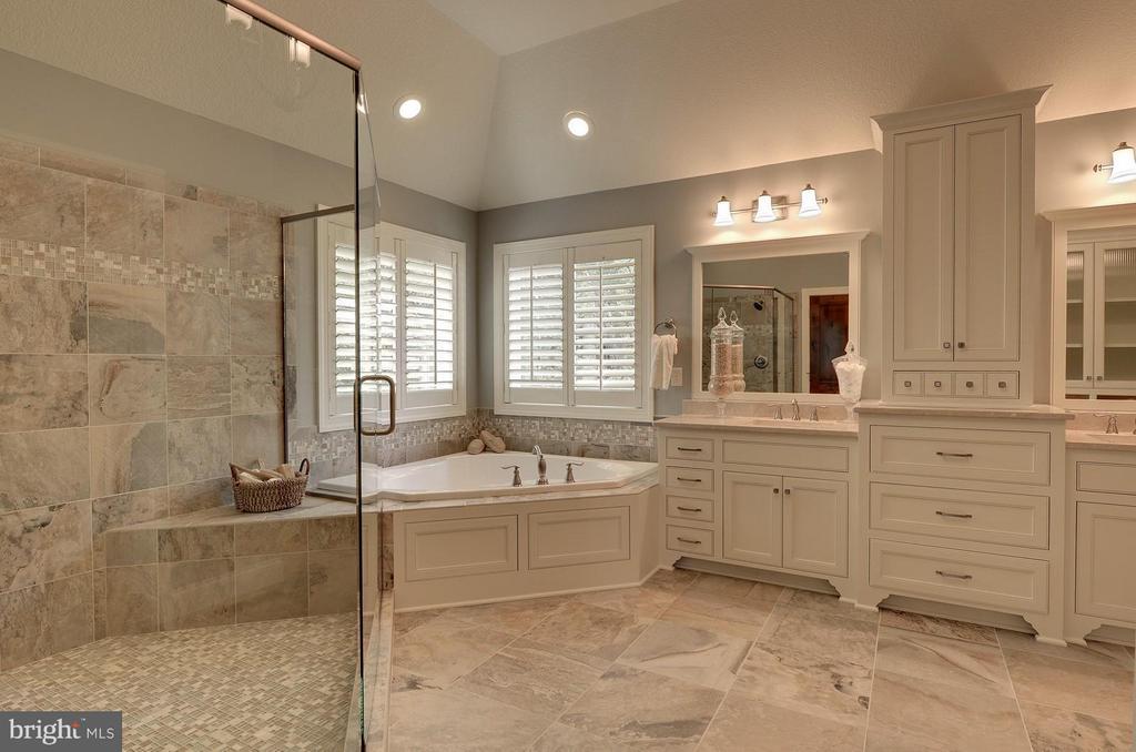 Bath (Master) - 6410 NEWMAN, CLIFTON