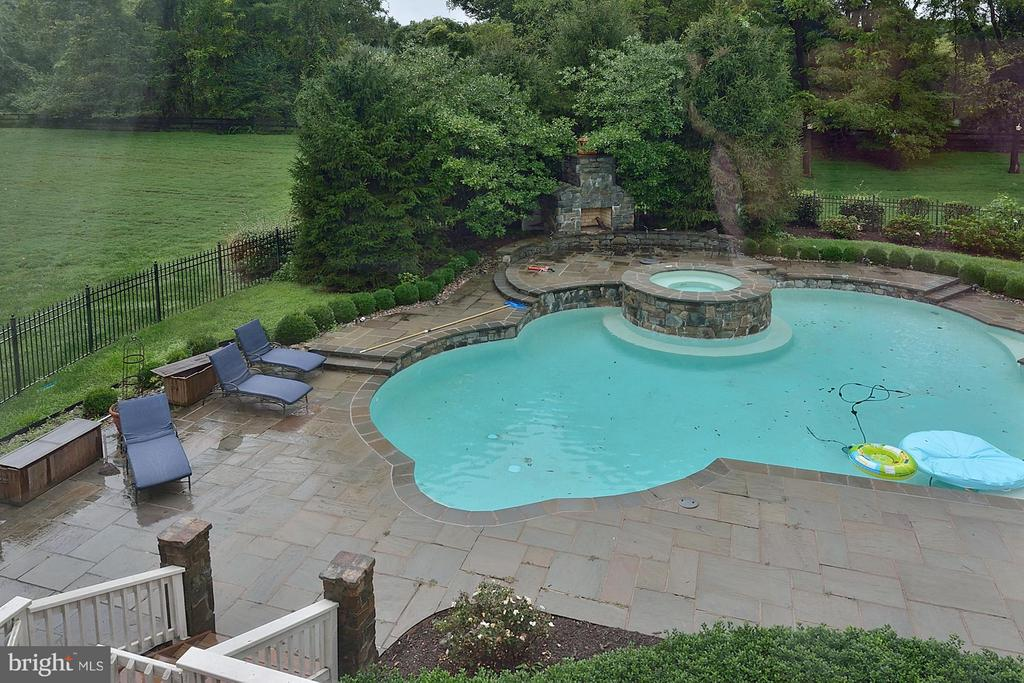 Amazing Swimming Pool - 634 RIVER BEND RD, GREAT FALLS