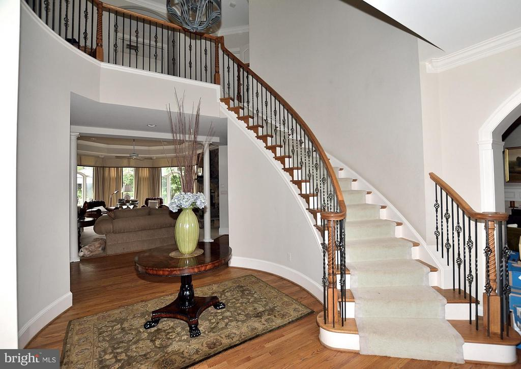 2 Story Foyer - 634 RIVER BEND RD, GREAT FALLS