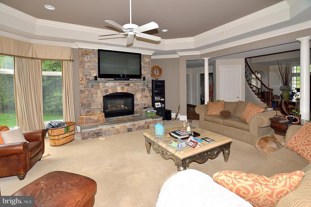 Family Room - 634 RIVER BEND RD, GREAT FALLS