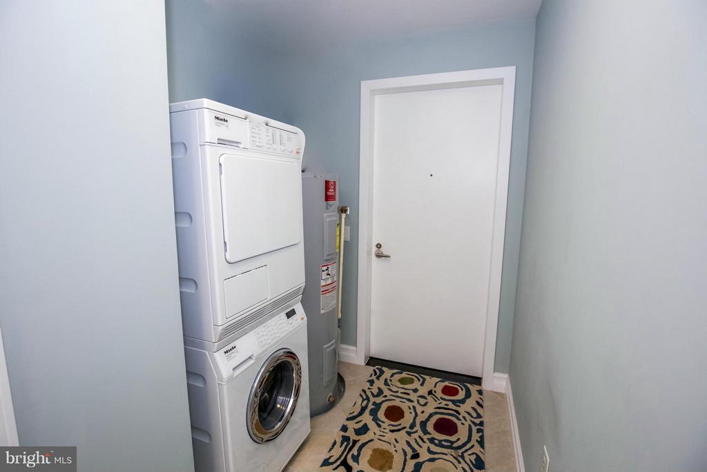 LAUNDRY ROOM - 1881 N NASH ST #601, ARLINGTON