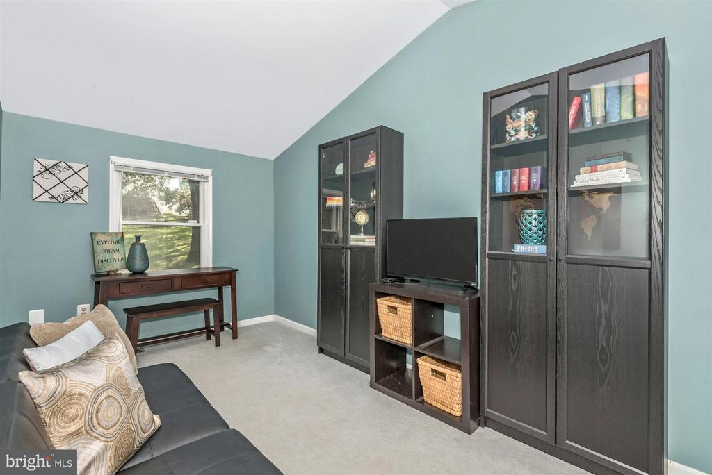 Upper level bedroom/office/playroom - 6761 SLACKS RD, SYKESVILLE
