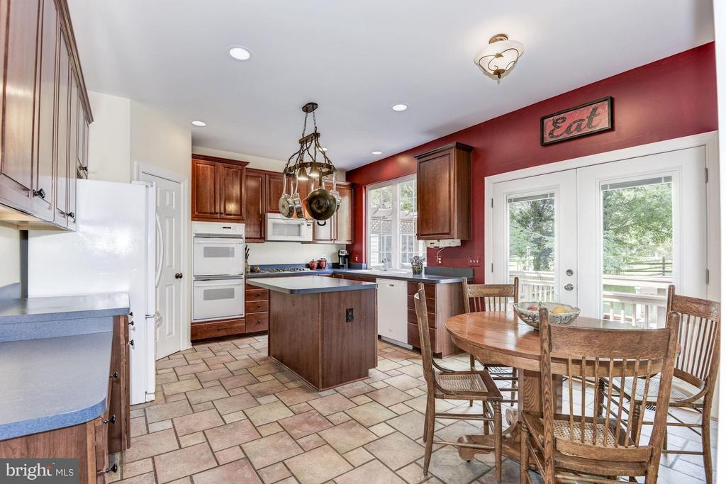 Kitchen - 43248 GOLF VIEW DR, CHANTILLY