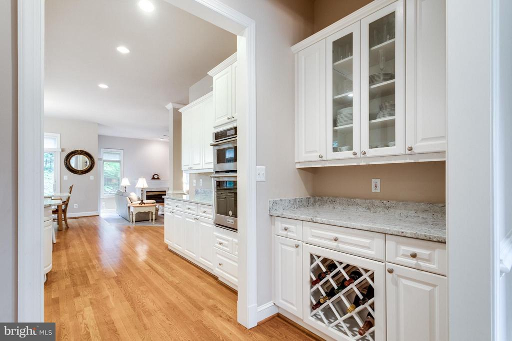 Butler's pantry & a large walk-in pantry - 3242 VALLEY LN, FALLS CHURCH