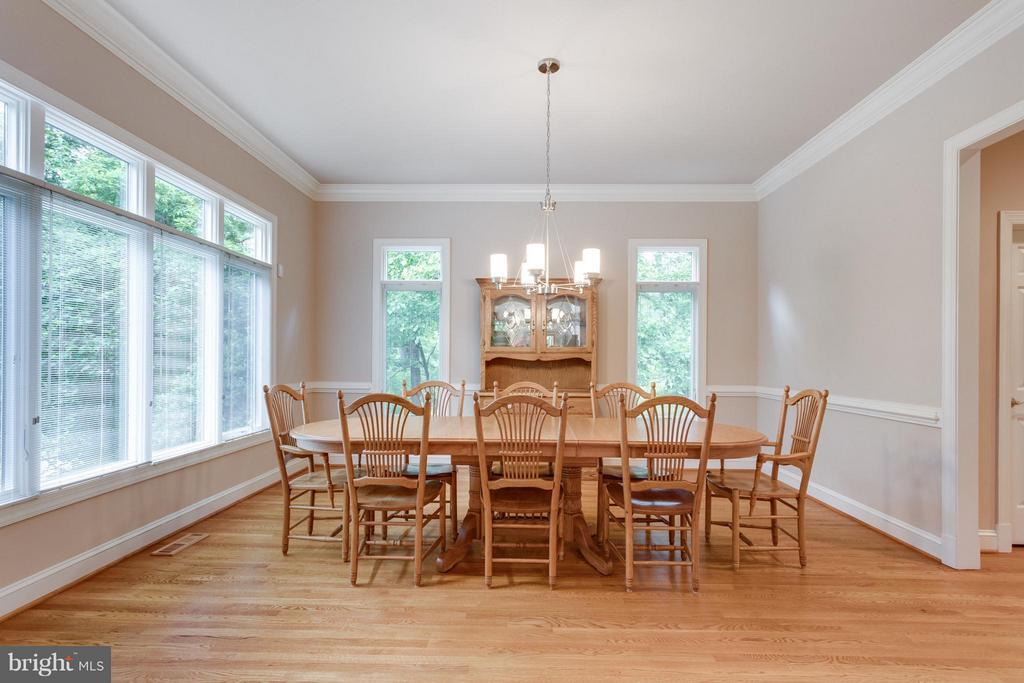 Room for family, friends and furniture! - 3242 VALLEY LN, FALLS CHURCH