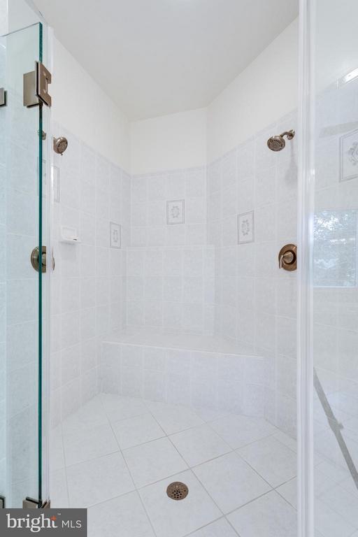 Upscale shower, frameless door - 3242 VALLEY LN, FALLS CHURCH