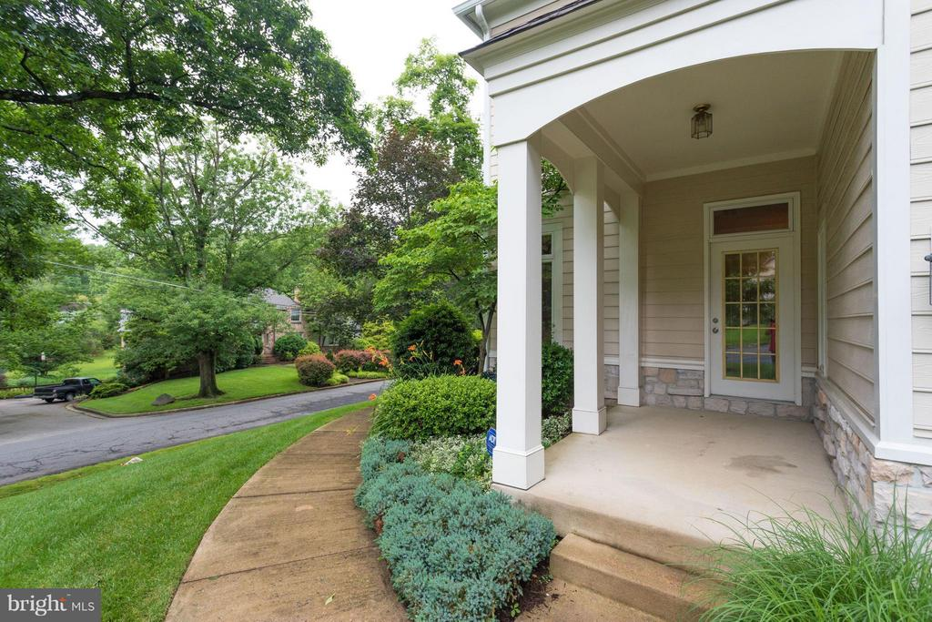 Side porch just off the driveway - 3242 VALLEY LN, FALLS CHURCH