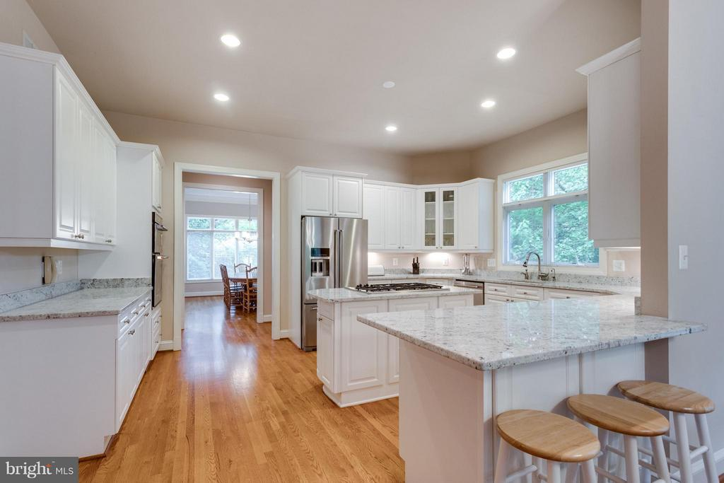Large, lovely kitchen - 3242 VALLEY LN, FALLS CHURCH