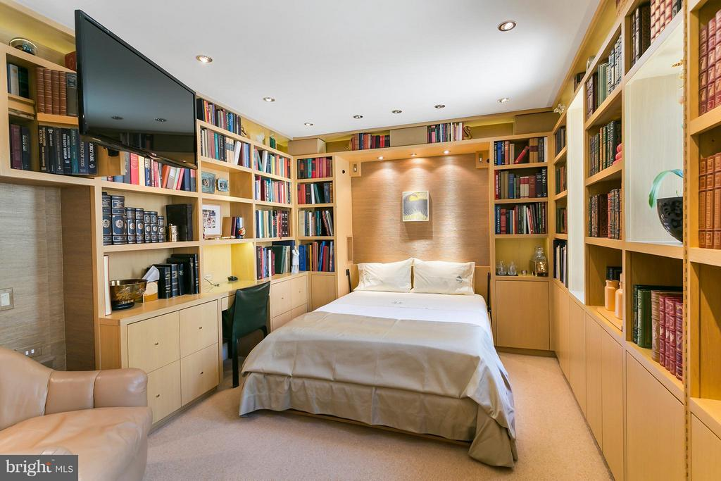 Guest Suite with Murphy Bed - 3030 K ST NW #PH217, WASHINGTON