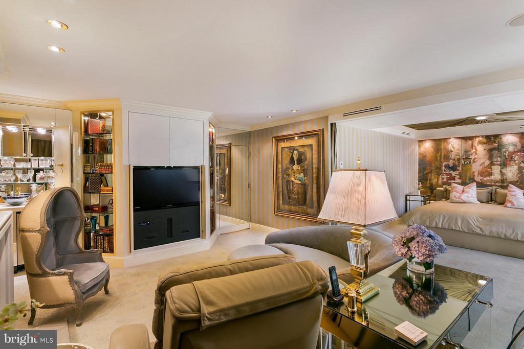 Master Bedroom with Sitting Room - 3030 K ST NW #PH217, WASHINGTON