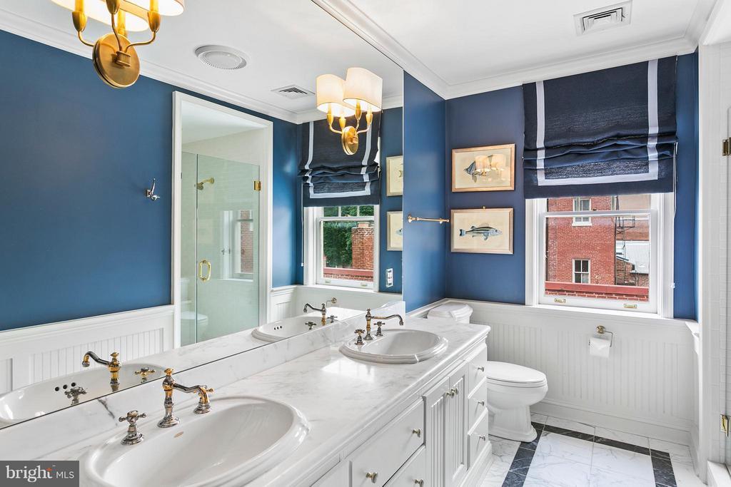 Bath - 3301 N ST NW, WASHINGTON