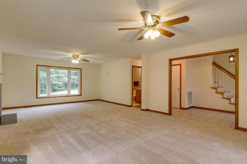 Spacious Family Rm view to hall & kitchen hall - 24197 TIMBER WOLF LN, UNIONVILLE