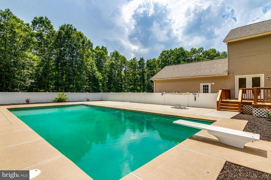 Outdoor Fun - 24197 TIMBER WOLF LN, UNIONVILLE