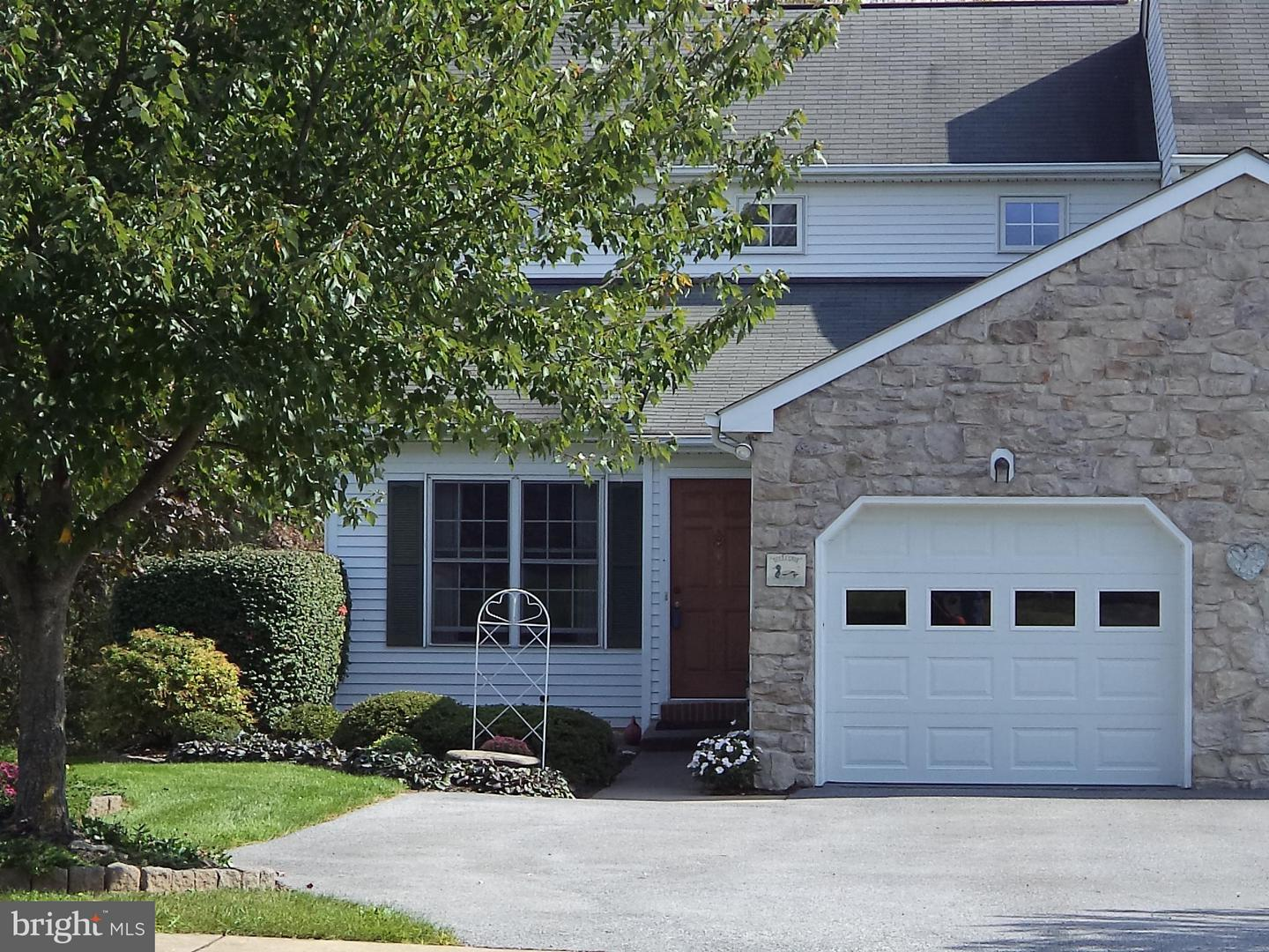 Photo of home for sale at 485 Meadowlark Lane, Manheim PA