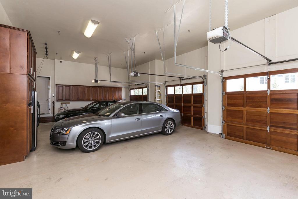 3 car garage - 9034 BRONSON DR, POTOMAC