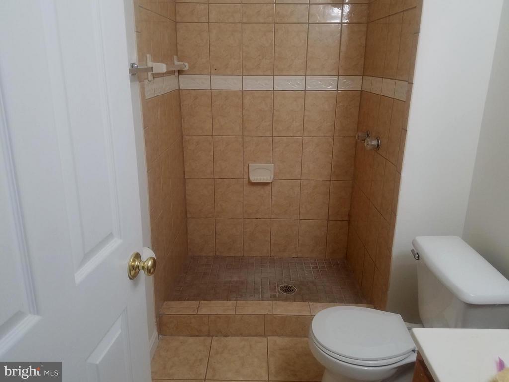 Bath - 9463 LANAE LN, MANASSAS PARK