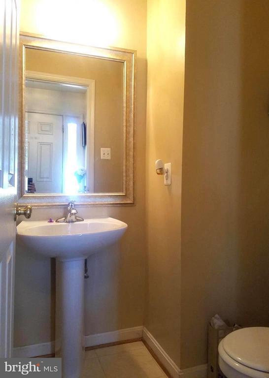 Half bath - 9463 LANAE LN, MANASSAS PARK